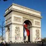 Отцепиха Триумфалната арка заради бомба