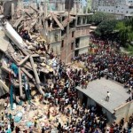 Липсват стотици в срутената сграда в Бангладеш