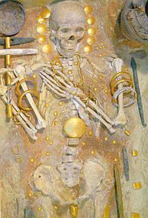 Гроб с намерените златни предмети от Варненския некропол