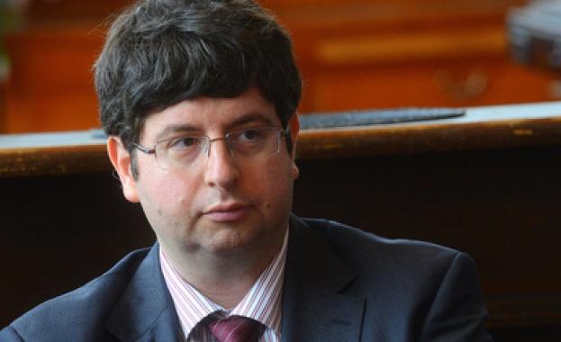 Министърът на финансите Петър Чобанов подхваща офшорките