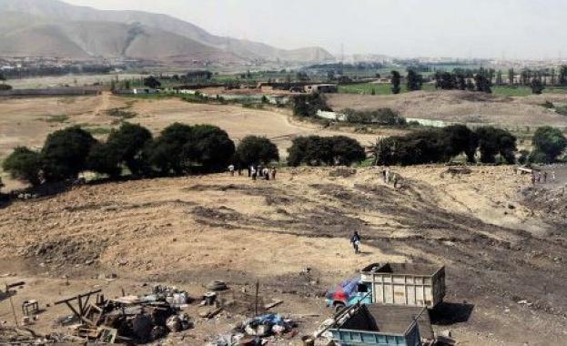 Строители разрушиха древна пирамида в Перу