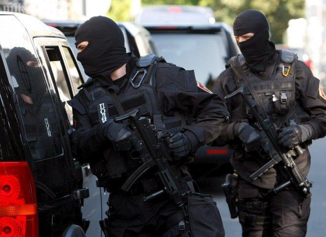 Екшън! 36 ченгета атакуваха Сливен