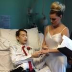 """Кошмар! Ето я най-трагичната сватба: булка казва """"да"""" на смъртно болния си съпруг в клиника!"""