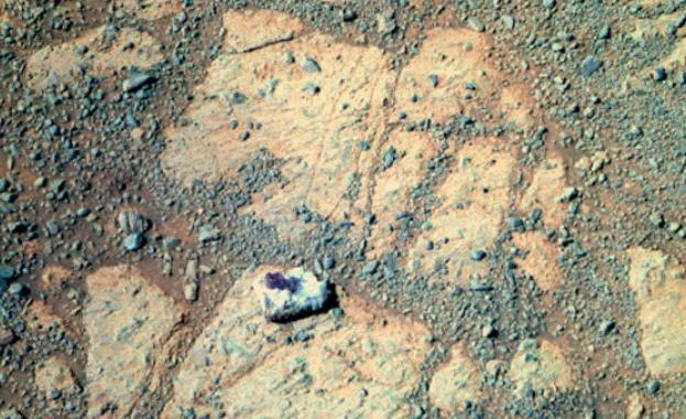 НАСА разгада тайната на блуждаещия марсиански камък