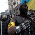 Протестиращи с маски в Украйна