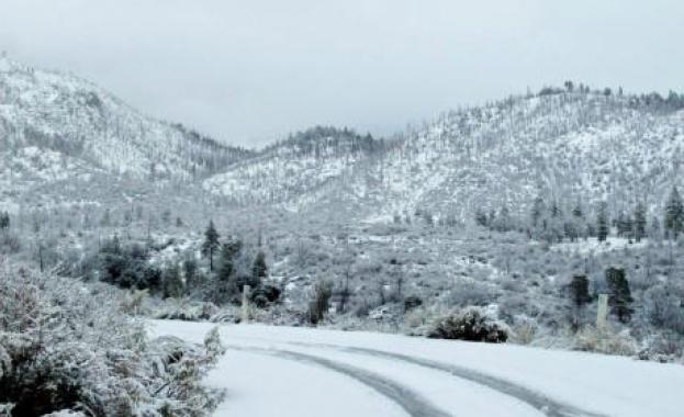 Температурите падат, снегът покрива цялата страна