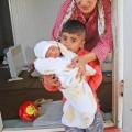Махмуд и майката му сирийката Ясмина