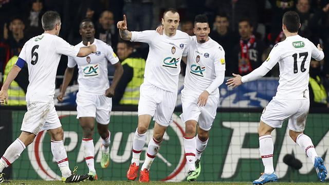 Бербатов изригна и класира Монако на 1/4-финалите на Купата на Франция