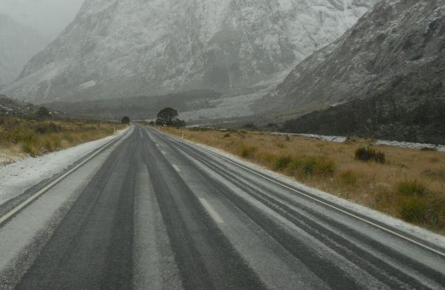 Утре нахлува силен северняк, ще вали дъжд и сняг, температурите продължават да падат
