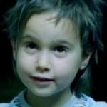 Вижте детето, което разплака милиони по света (ВИДЕО)