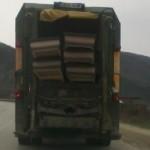 Боклукчийски камион превозва ковчези! (СНИМКА)