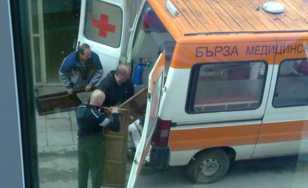 Линейка превозва мебели вместо болни или умиращи хора