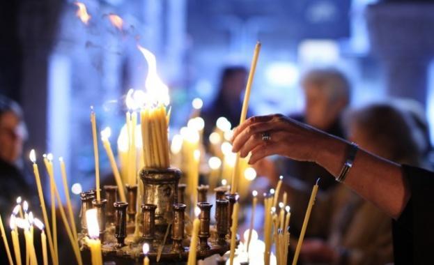 Храм, църква, свещи
