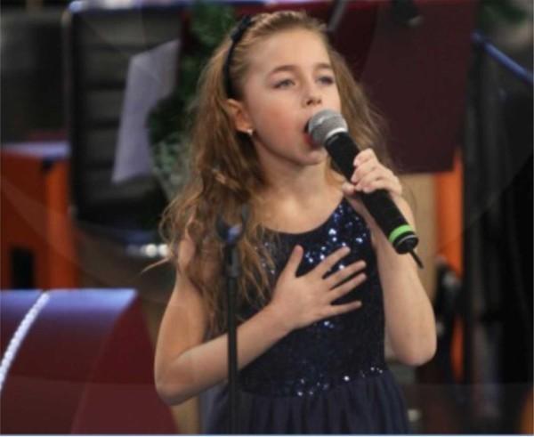 """8-годишната Симона - другото дете-чудо в """"Шоуто на Слави"""""""