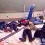 Вижте ужаса в Китай! Изклаха над сто души като пилци в гара (ВИДЕО 18+)