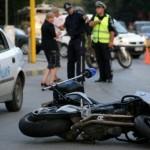 Ченге на мотор се заби челно в кола