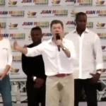 Ужас: Колумбийският президент се напика по време на реч (ВИДЕО)