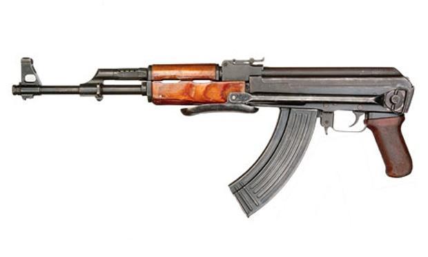 Атентаторите в Париж стреляли с български автомати