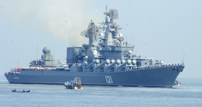 """Турция разполага подводници край руският крайцер """"Москва"""""""