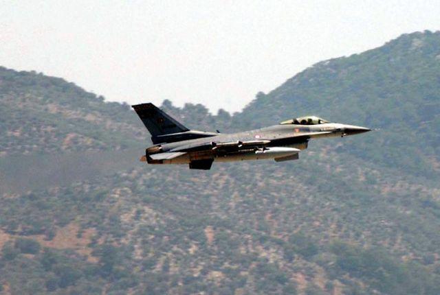 Гръцки изтребители прихванаха турски самолет над Егейско море