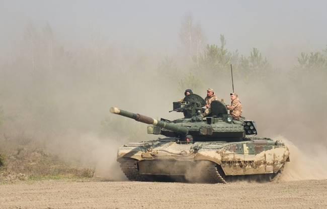 Танк Т-84, който САЩ тества в пустинята на Аризона. Снимка: Wikimedia