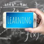 Русия се грижи за своите ученици: Забрани използването на смартфони за учене