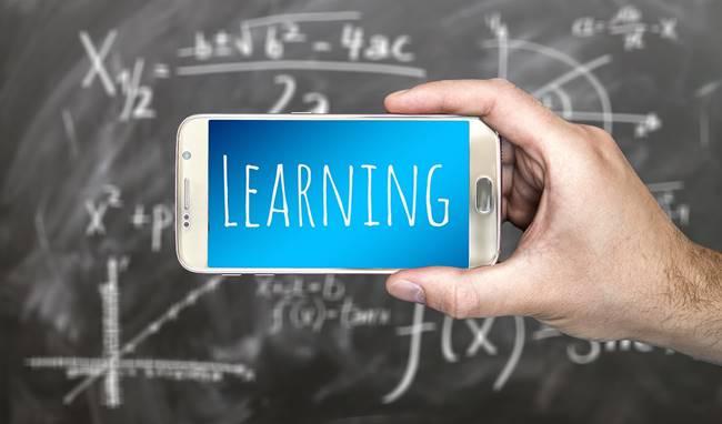 Русия се грижи за своите ученици като забрани използването на смартфони за учене